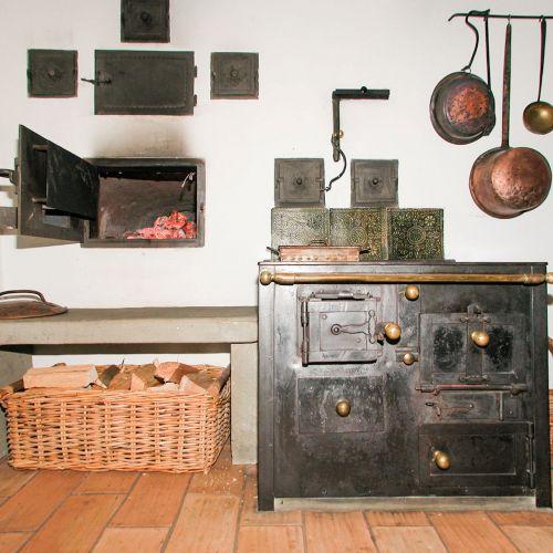 alten antiken oder modernen holzherd in der schweiz kaufen. Black Bedroom Furniture Sets. Home Design Ideas