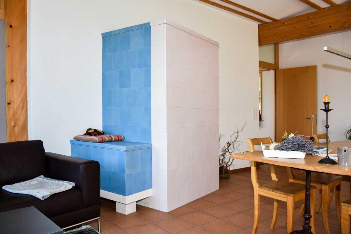 kachelofen fredi mathys kachelofen chemin e. Black Bedroom Furniture Sets. Home Design Ideas